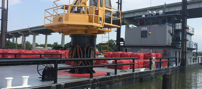 Shallow draft tug with 40 ton crane